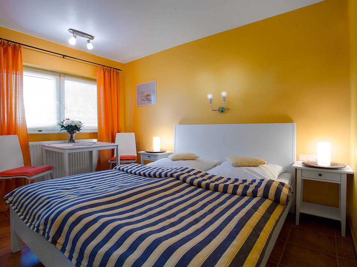 das vogelhaus auf der insel r gen die ferienwohnung storchenhaus. Black Bedroom Furniture Sets. Home Design Ideas
